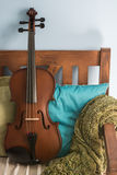 Viola che risiede in una poltrona #2 Immagini Stock Libere da Diritti