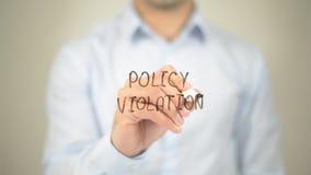 Violation de politique, écriture d'homme sur l'écran transparent photos libres de droits