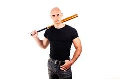 Violence et concept d'agression - main fâchée criarde furieuse d'homme tenant la batte de sport de base-ball Image stock