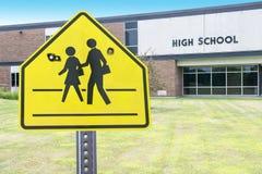 Violencia de la High School secundaria, tiroteo, arma imagen de archivo