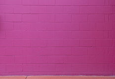 Violet Cinder Block Brick Wall Background rouge Photos libres de droits
