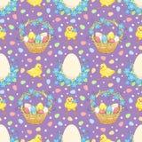 Violet Easter-Hintergrund mit Hühnern Stockbilder