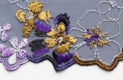 Violet en geel materieel de textuur macroschot van het bloemkant Stock Fotografie