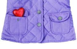 Violet purper gewatteerd jasje met hart in zak royalty-vrije stock afbeelding