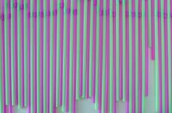 Violet, roze en groen het drinken stro in rijen, voor wallpers Stock Foto