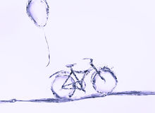 Violet Water Bicycle en Ballon Stock Foto