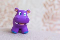 Violeta sonriente del juguete del hipopótamo Imagen de archivo