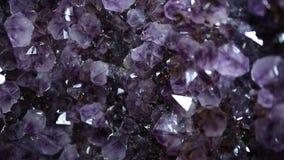 Violetkleurig kristallicht stock videobeelden