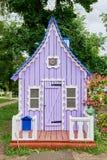 Violett litet hus royaltyfria bilder