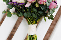 Violetta blommor för ett bröllop Royaltyfria Bilder