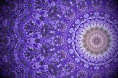 Violetta lösa blommor med kalejdoskopet verkställer, gör sammandrag Ult färg Royaltyfri Foto