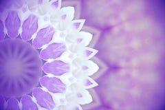 Violetta lösa blommor med kalejdoskopet verkställer, gör sammandrag Ult färg Royaltyfria Bilder