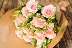 Violette bloeiende rozen Royalty-vrije Stock Foto's