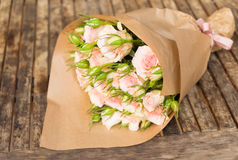 Violette bloeiende rozen Royalty-vrije Stock Afbeelding