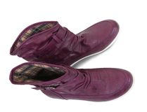 Violette boots Royalty Free Stock Image