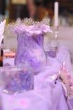 Violette Dekoration auf Hochzeit Lizenzfreies Stockfoto