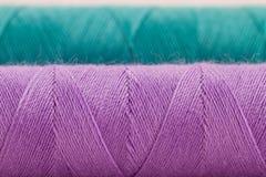Violette en groene draad Stock Foto