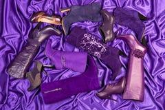 Violette Fußbekleidung Stockfoto