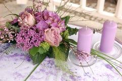 Violette Hochzeitsdekoration Stockbilder