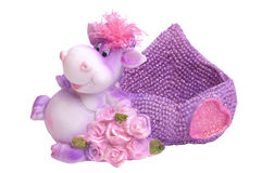 Violette Kuh mit Rosen Stockfotos