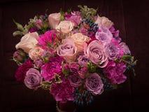 Violette-Paletten-Hochzeitsblumenstrauß Stockbilder