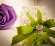 Violette und grüne Hochzeit Lizenzfreies Stockfoto