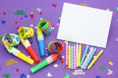 Violette verjaardagsachtergrond Stock Afbeelding