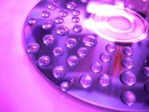 Violette waterdaling op schijf Royalty-vrije Stock Afbeeldingen