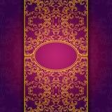 Violetter mit Blumenrahmen der Goldabstrakten Einladung Lizenzfreie Stockfotografie