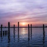 Violetter Sonnenuntergang gewellt Lizenzfreies Stockfoto