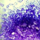 Violettes Badesalz stockfotos