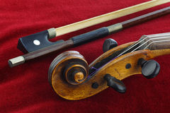 Violin and bow. On red background Royalty Free Stock Photos
