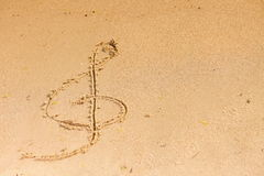 Violin key treble clef drawn in sand Royalty Free Stock Photos
