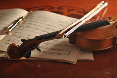 Violin and notes on the table Royalty Free Stock Photos