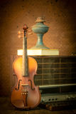 Violin and old radio in vintage style Royalty Free Stock Photos