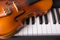 Violin on the piano Royalty Free Stock Photo