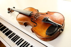 Violin and piano keys Royalty Free Stock Photo