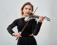 Violin player lady. Woman violin player, studio shot Royalty Free Stock Photos