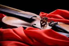 Violin on scarlet silk Royalty Free Stock Photos