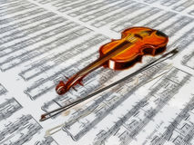 Violin on sheet music Stock Images