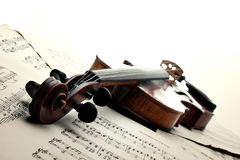 Violin on sheet music Royalty Free Stock Image