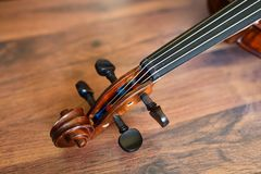Violin tune chorus head. On on rustic wooden background. Shallow depth of field Royalty Free Stock Photos