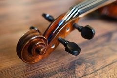 Violin tune chorus head. On on rustic wooden background. Shallow depth of field Stock Photo