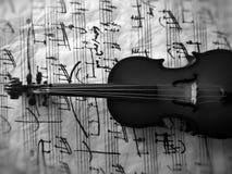 Violine被串起的乐器 库存图片