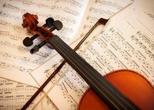 Violine mit Bogen Lizenzfreies Stockbild
