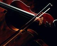 Violine und Bogen. Stockbilder