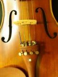 Violinen-Schallloch-Melodie und Schnur vom Instrument der Konzert-Violinen-4/4 spornen an lizenzfreie stockfotografie