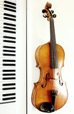 Violinen- und Klaviertasten Stockfotografie