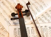 Violinenbogen und -anmerkungen Lizenzfreie Stockfotografie