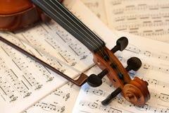 Violinenbogen und -anmerkungen Lizenzfreie Stockbilder